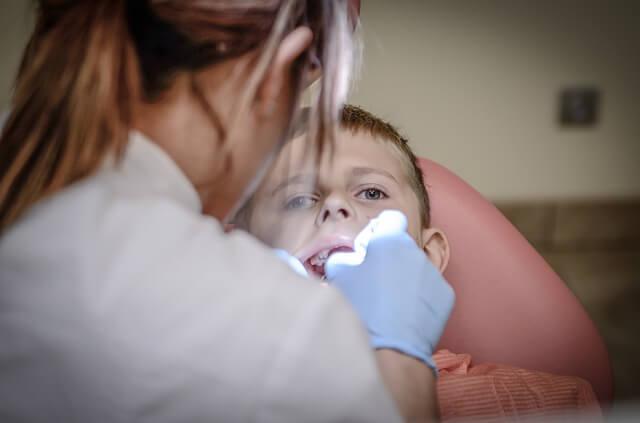 ilustrasi dokter gigi di wonogiri